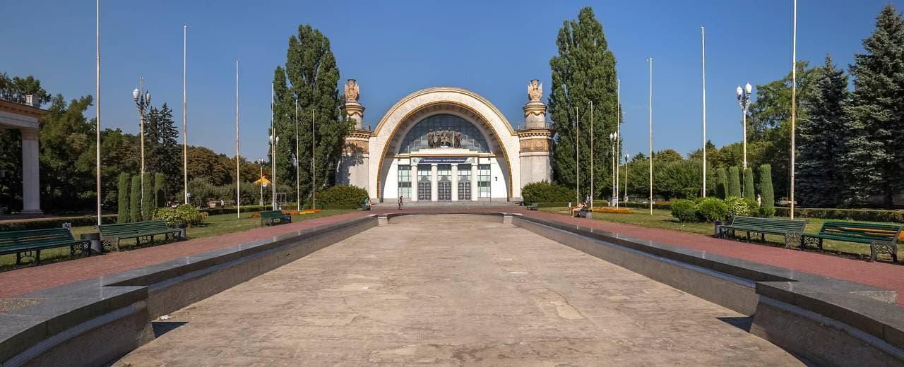 ВДНХ - выставка достижений народного хозяйства, или Экспоцентр Украины.
