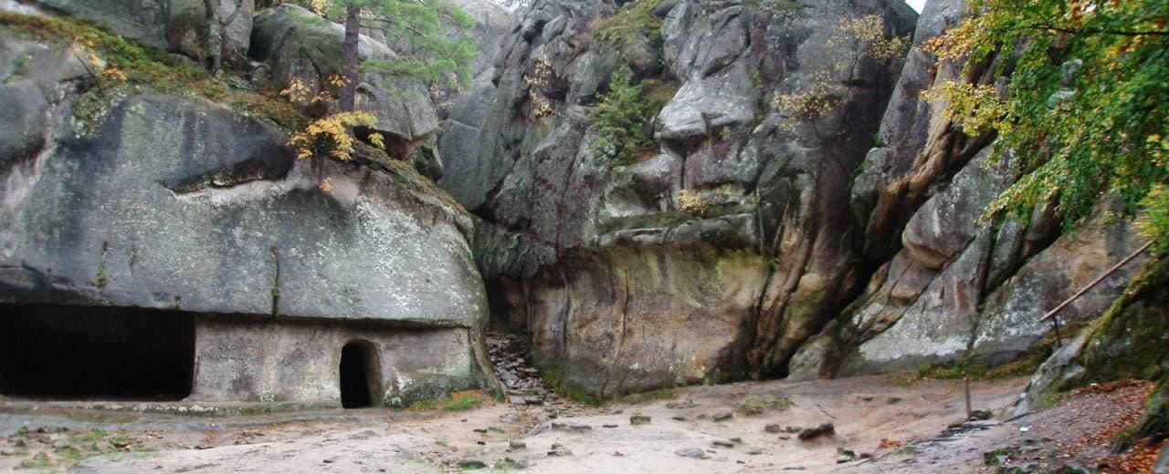 Скалы Довбуша - легендарное место в память о народном мстителе