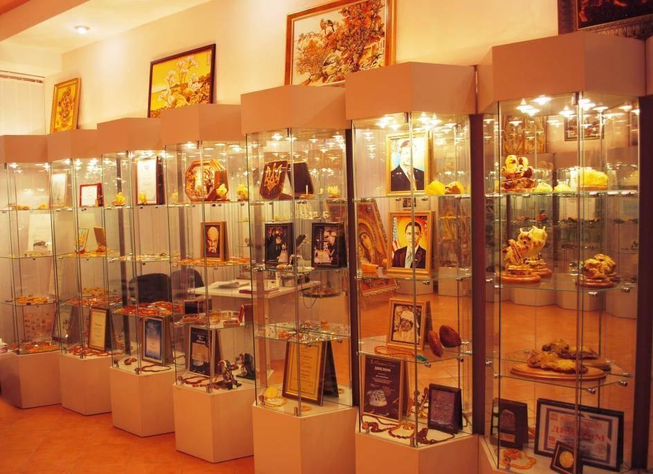 https://funtime.kiev.ua/uploads/img/gallery/big/2017/07/muzej-yantarya-rovno-muzej-yantarya-v-rovno-rovenskij-muzej-yantarya-muzej-yantarya-rovno-eksponaty-597f41c287dae.jpg