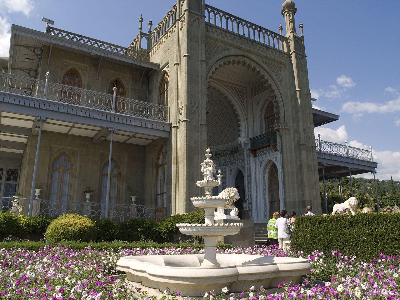 Покажи нам картинки ливадийского дворца и воронцовский дворец