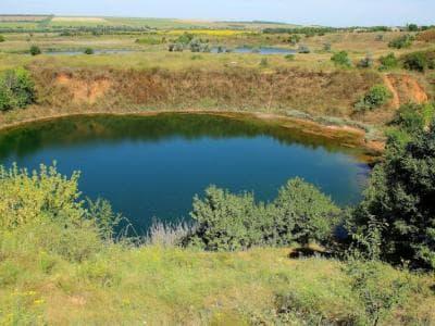 Соледарское озеро - уникальное, аномальное солёное озеро в Донецкой области.